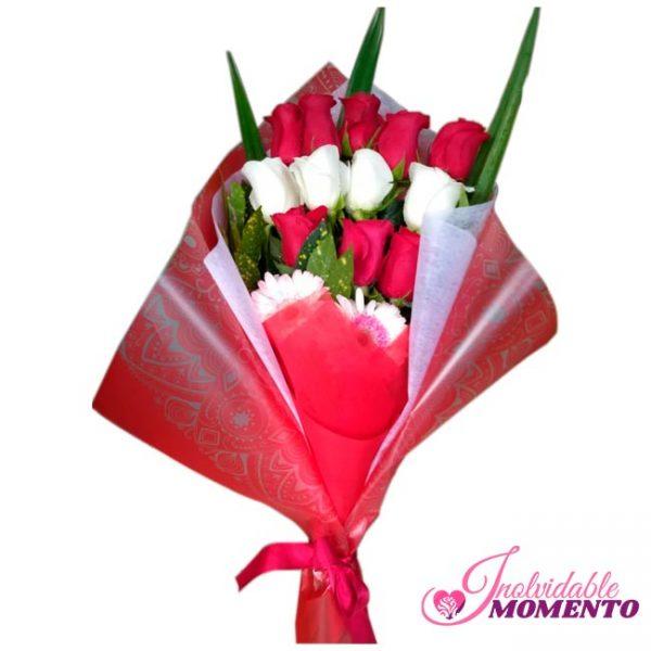 Comprar Ramo 8 Rosas rojas y 4 Rosas Blancas